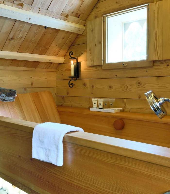 Wooden bathtub 1